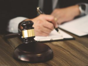 نمونه رأی خیانت در امانت - Seven common mistakes in court 300x225